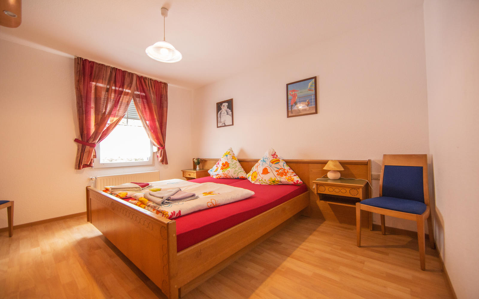 The beautiful Burghof guesthouse provide a comfortable stay in the district of Vicht von Stolberg. With us, you can relax and rest at a competitive price.